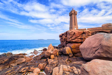 granit: Lighthouse of Ploumanach Mean Ruz in Perros-Guirec on Pink Granite Coast, Brittany, France