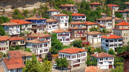 Safranbolu, 그것의 전통적인 오스만 아키텍처, 터키 유명한 터키어 마을의 파노라마보기 스톡 콘텐츠 - 64976790