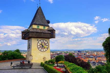 De middeleeuwse klokkentoren Uhrturm is een symbool van Graz, Oostenrijk