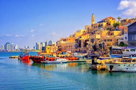 Old town and port of Jaffa and modern skyline of Tel Aviv city, Israel Imagens