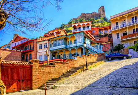 Traditional carved balconies and colorful wooden houses in the Old Town of Tbilisi, Georgia Archivio Fotografico