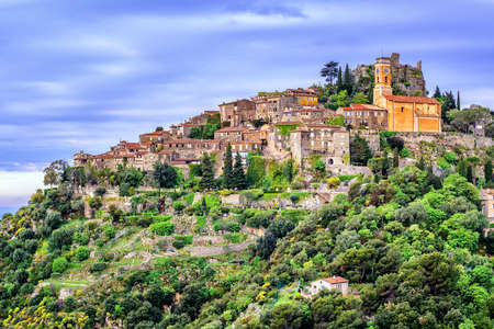 Eze hilltop village is a famous resort and tourist destination on French Riviera by Nice, Provence, France 免版税图像