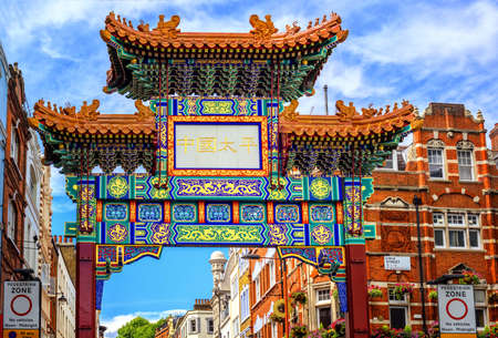 London Chinatown entrance gate in traditional chinese design, England, United Kingdom. 版權商用圖片