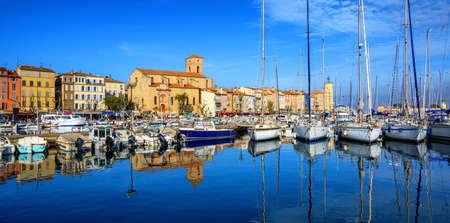 Panorama de la ciudad vieja y el puerto de La Ciotat de Marsella, Provenza, Francia