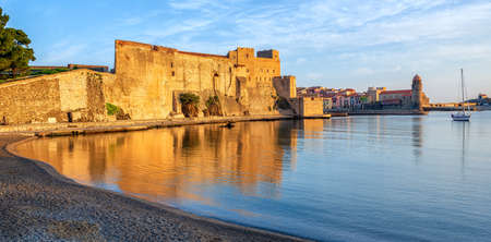 Collioure, France, a popular resort town on Mediterranean sea, panoramic view of the Royal castle and Old town in sunrise light 版權商用圖片