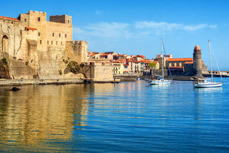 Collioure, France, a popular resort town on Mediterranean sea, view of the Old town with Royal castle and Notre-Dame des Anges church 版權商用圖片