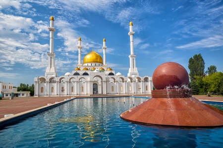 Astana, Kasakhstan, beautiful gold and white Nur Astana mosque is one of the biggest in Central Asia 版權商用圖片