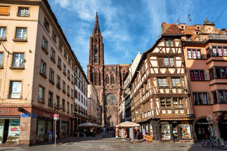 Strasbourg, France - June 23 2019: Strasbourg city center with historical half-timbered houses and beautiful gothic cathedral is a popular tourist destination 新聞圖片
