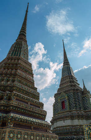 wat pho: Chedis decorated with tiles, Wat Pho.