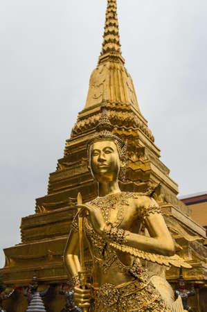 male likeness: Kinora en Wat Phra Kaew Foto de archivo