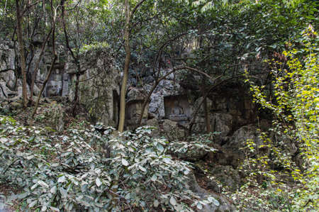 pot belly: Feilai Feng grottoes with fine buddhist stone carvings. It is called