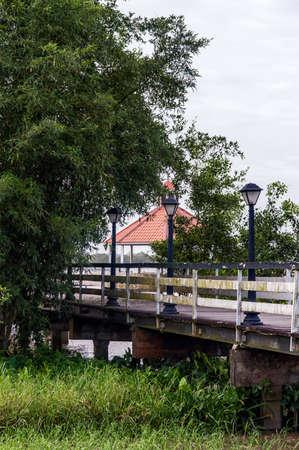 suriname: Gazebo in de Suriname rivier in Paramaribo. Stockfoto