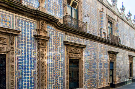 The Casa de los Azulejos or House of Tiles is an 18th-century palace in Mexico City Publikacyjne