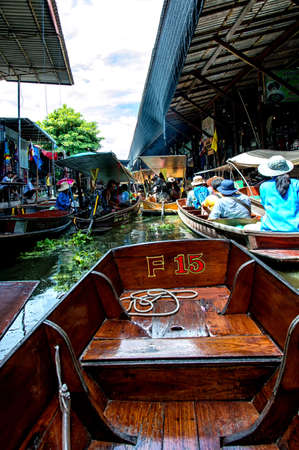 saduak: RATCHABURI THAILAND  JUNE 192015: People visit Damnoen Saduak floating market. around a 100kms southwest of Bangkok Damnoen Saduak Floating Market is one of the most attractive destinations to tourists to Ratchaburi Every morning there are hundreds of loc Editorial