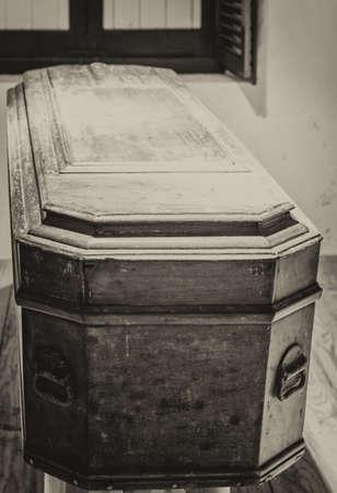 trumna: Black and White Coffin