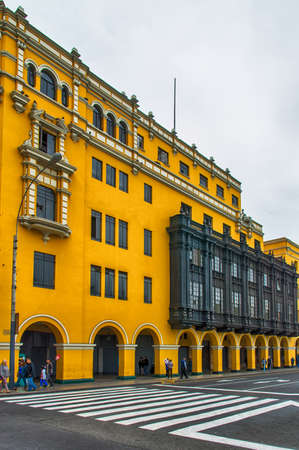 plaza de armas: Vivid colored buildings at the Plaza de Armas, Lima.