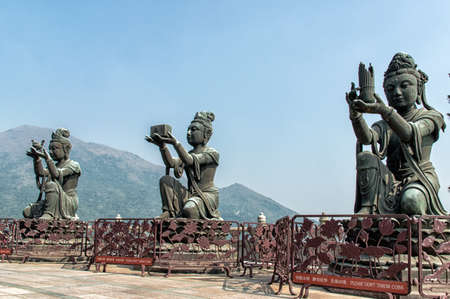 bouddha: Trois statues Boddisathva � Po Lin monast�re, Lantau Island, Hong Kong.