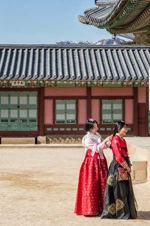 Seoul, South Korea - February 06, 2016: Girls wearing Hanbok(traditional Korean costume) in Gyeongbokgung Palace. Редакционное