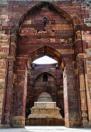 quitab: Islamic grave with inscriptions at Qutub Minar in Delhi, India Stock Photo