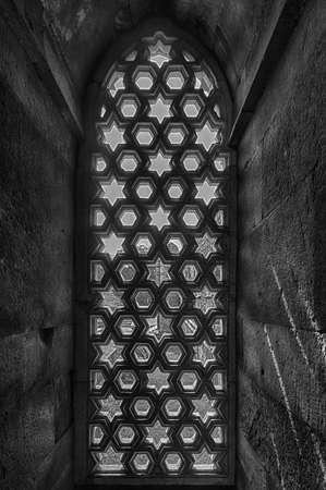 minar: Decorative window in Qutub Minar tower, New Delhi