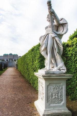 diosa griega: Barroco estatua de la diosa griega de jardín histórico Editorial