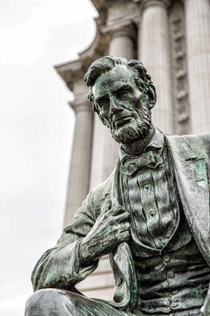 Abraham Lincoln statue in front of City Hall in San Francisco, California, western USA. Located in public space, created by sculptor Petro Mezzara (1826-1883).