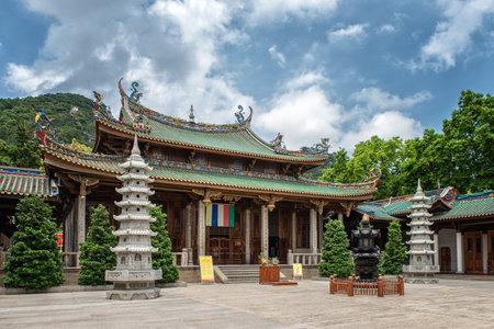 monasteri: South Putuo Temple(Nanputuo Temple). a famous historic site in Xiamen, Fujian, China. Editoriali