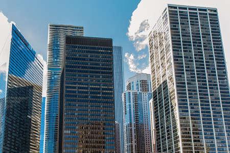 コンテンポラリー・シカゴ超高層ビルの抽象的パターン