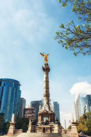 De Angel of Independence staat in het midden van een rotonde in Mexico City, Mexico. Stockfoto