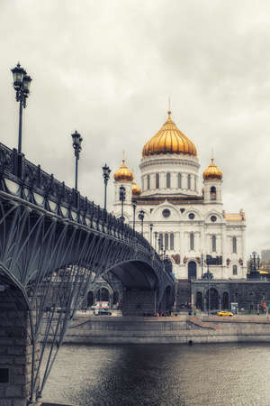 Moscow, Russia, 26th April 2018: The Cathedral of Christ the Saviour and Patriarshy bridge in Moscow, Russia 에디토리얼