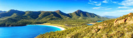 Wineglass Bay on the Freycinet Peninsula in North East Tasmania on a clear sunny day. Stok Fotoğraf