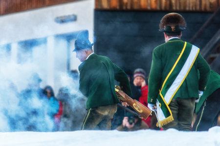Bad Ischl, Austria  31 December 2017: Celebratory gunfire performed by the shooters from the Association of the D´Ischler marksmansguild. Standard-Bild - 109671399