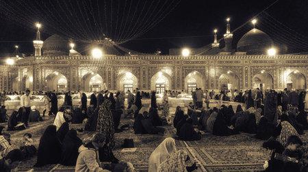 Mashhad, Iran - October 04, 2015: Interior of Haram complex, Imam Reza Shrine, the largest mosque in the world by dimension in the holiest city in Iran - Mashhad. Standard-Bild - 116973880