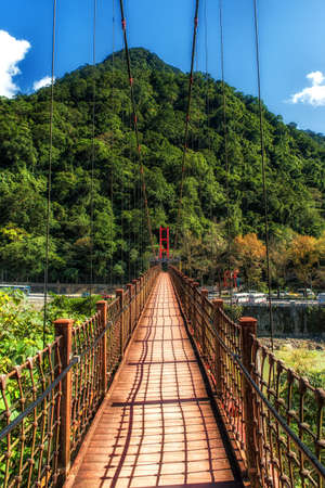 Empty wood suspension bridge in the jungle. Wulai, Taiwan. Banco de Imagens