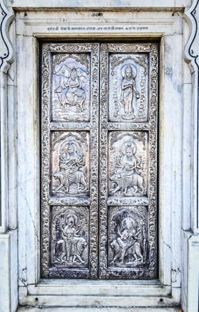 India, Punjab, Amritsar, Durgiana Temple also called Lakshmi Narayan Temple, carved silver doors Stockfoto