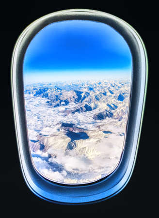 View from the airplane window over the Andes, on the border between Argentina and Chile. 版權商用圖片 - 134796040