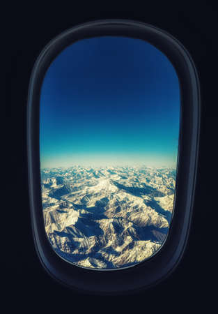 View from the airplane window over the Andes, on the border between Argentina and Chile. 版權商用圖片 - 134795923