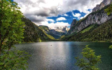 Amazing lake Gosausee and Dachstain peak in Austrian Alps, Austria 版權商用圖片