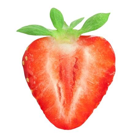 Die Hälfte der Erdbeeren auf weißem Hintergrund Standard-Bild
