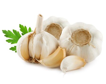 cebolla blanca: Ajo aislado en el fondo blanco
