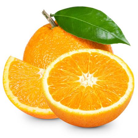 Orange Frucht in Scheiben geschnitten isoliert auf weißem Hintergrund Standard-Bild