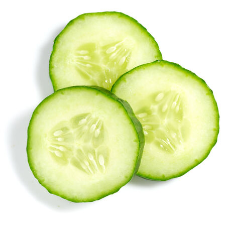 cucumber slice: Fresh cucumber slice isolated