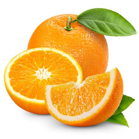 citricos: Fruto de naranja aislada sobre fondo blanco.