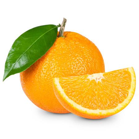 Oranje fruit gesneden geïsoleerd op een witte achtergrond Stockfoto