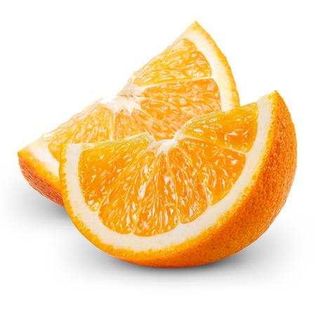 육즙 신선한 오렌지의 조각 흰색 배경에 고립