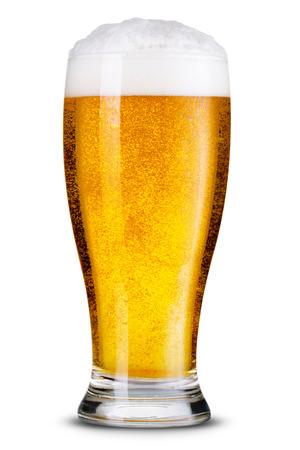 vidrio: Vaso de cerveza aislado. Foto de archivo