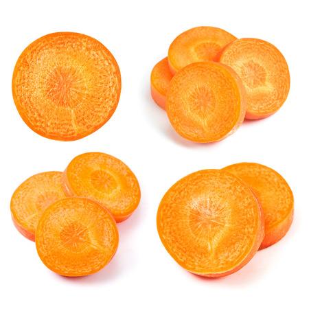 zanahorias: Rodaja de zanahoria aislado en blanco