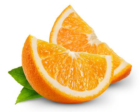 흰색 배경에 고립 된 오렌지 과일 조각