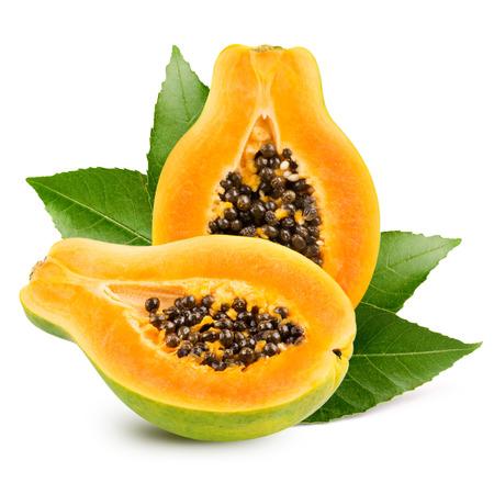 Papaya isolato su sfondo bianco