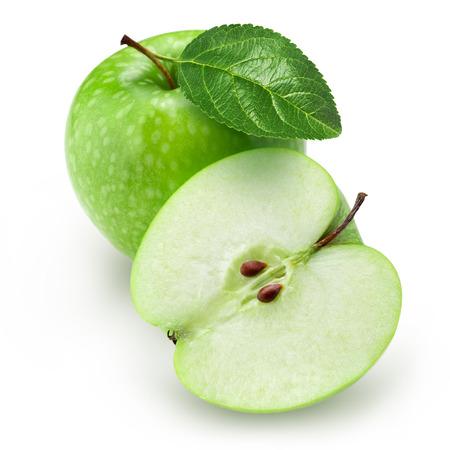 manzanas: Verde manzana y media con la hoja aislada en el fondo blanco